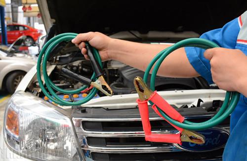 Cách xử lý khi ô tô hết điện ắc quy, tài mới nên biết - ảnh 3